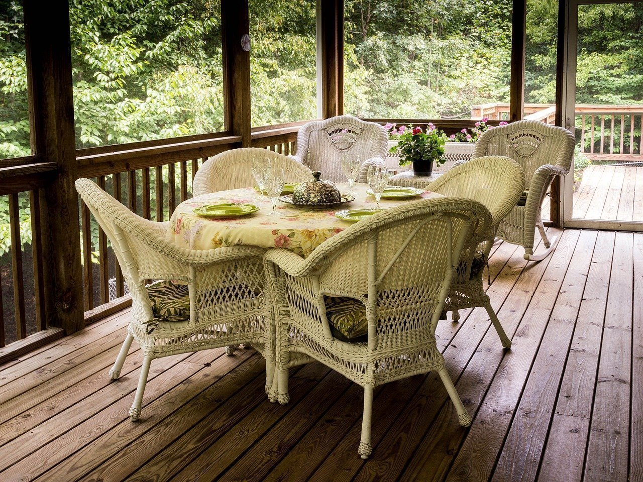 A Helpful Guide For Choosing The Right Decking Material