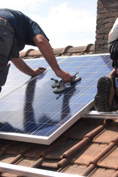How to Use a Solar Generator to Help Reduce Electricity Costs in Your Home