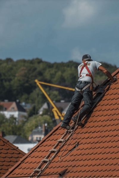 A Basic Economic Guide to Different Kinds of Roofing Services