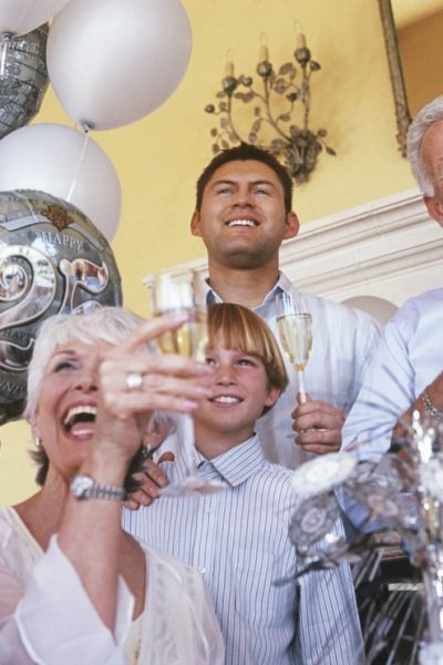How To Throw An Anniversary Party To Renew Your Wedding Vows