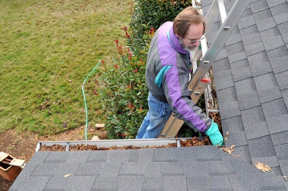 cleaning gutters for winter