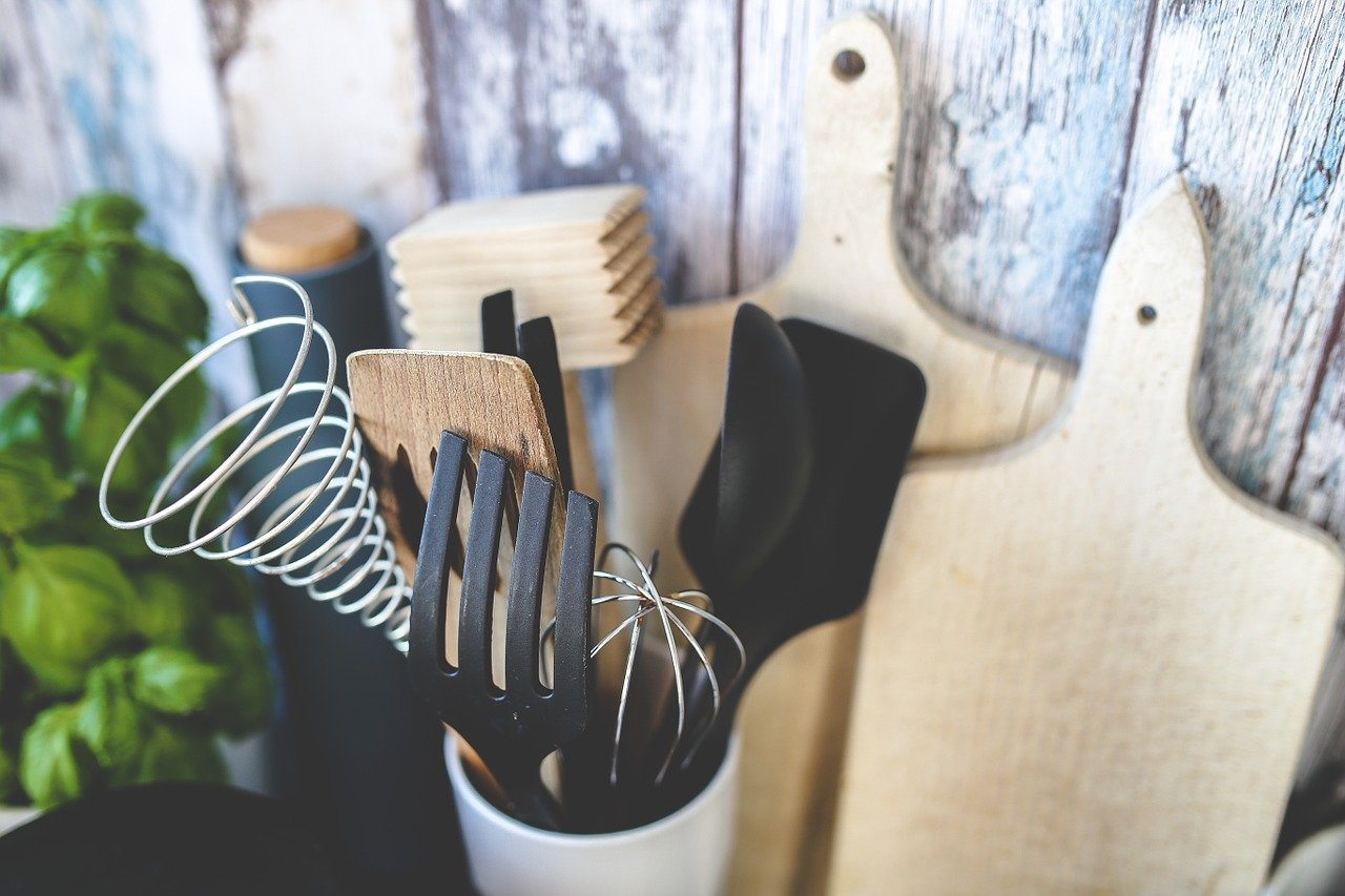 5 Things Every Woman Should Have in Her Kitchen