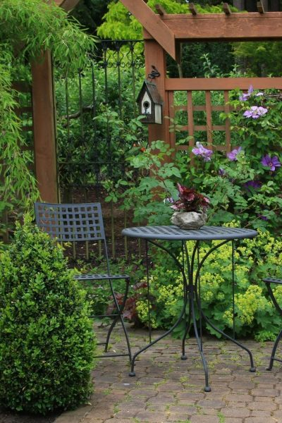 Smart Ways to Decorate Backyard Decks for Your Home