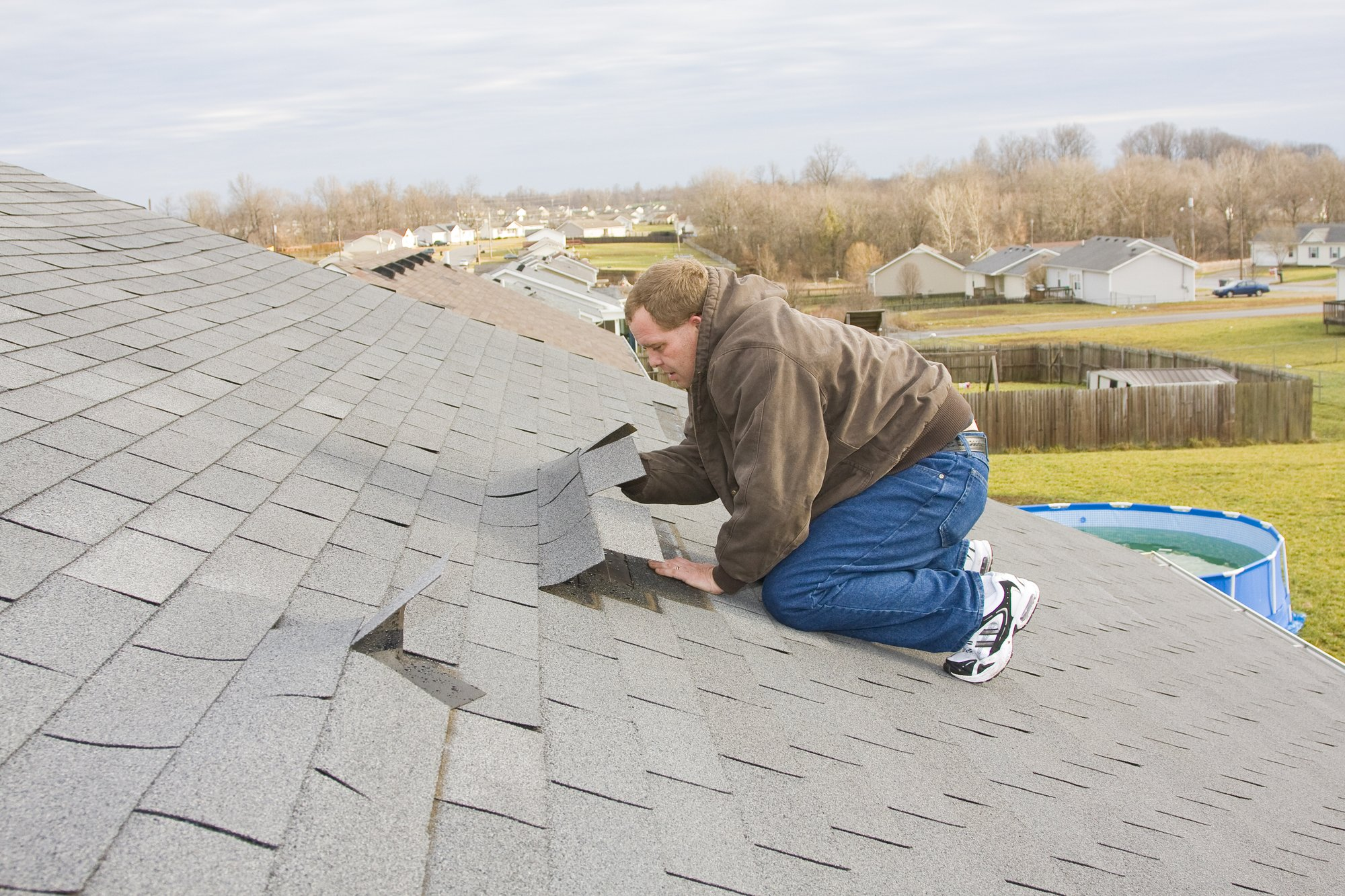 Good Reasons to Hire an Emergency Roof Repair Service Now