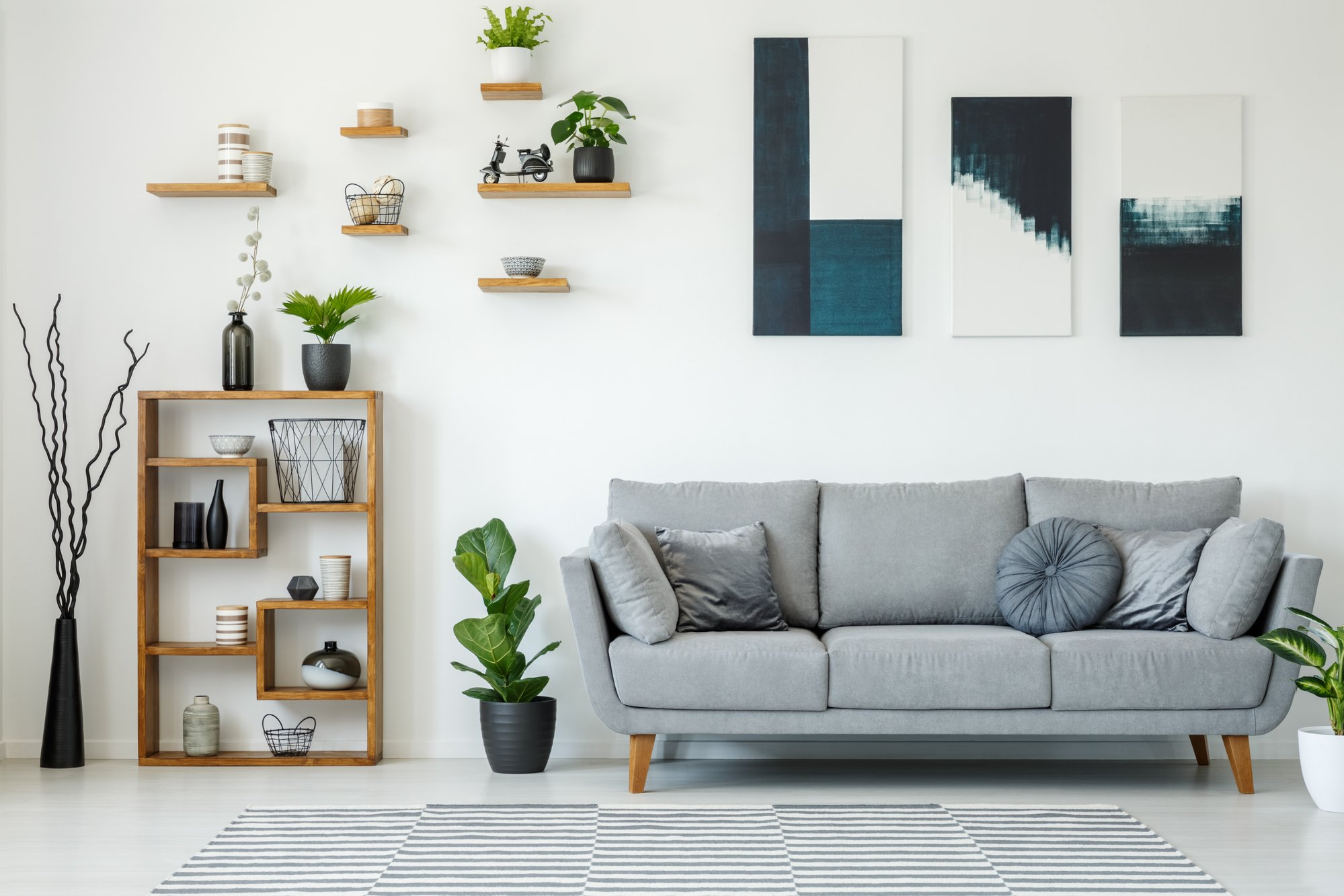 How To Use A Large Amount Of Wall Space To Your Advantage