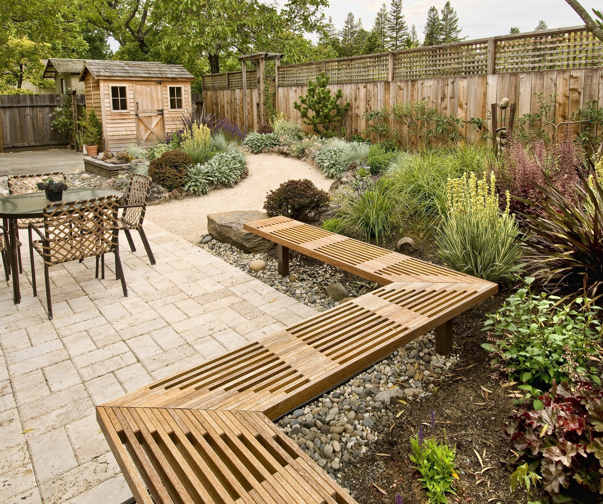 10 Steps on How to Make your Small Backyard Bigger and More Inviting