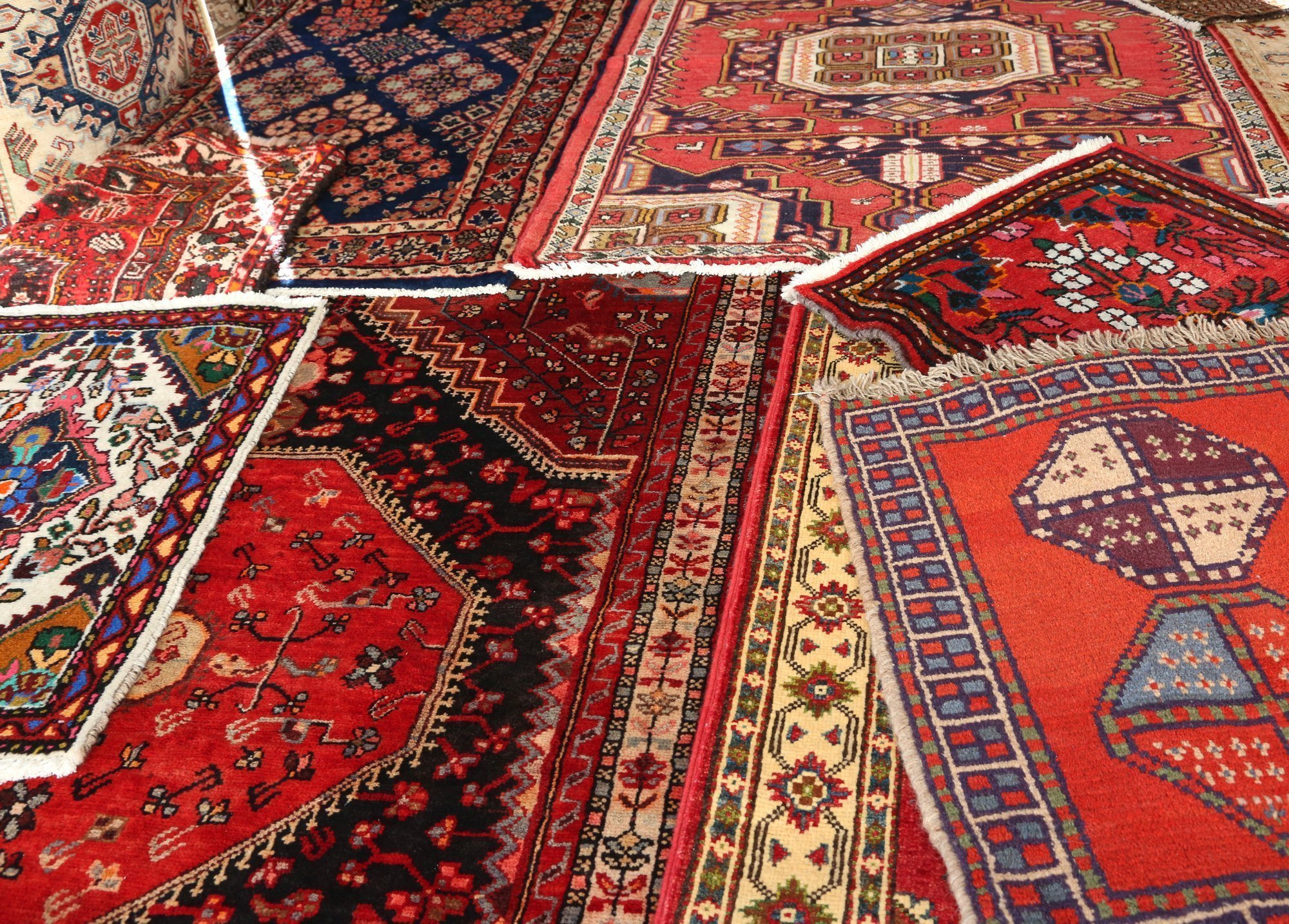 How to Choose Artisan Rugs for Your Home