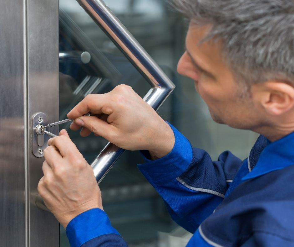 Tips on Avoiding Hiring a Fraudulent Locksmith