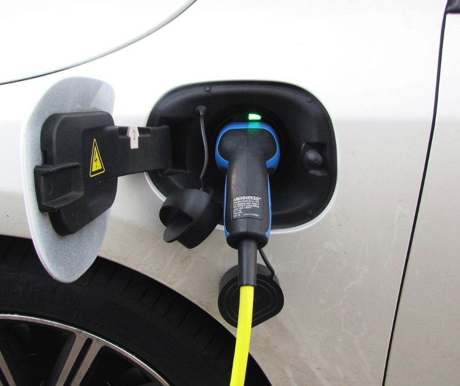 Most Common Myths About Hybrid Cars_ How Do They Really Work_ (1)