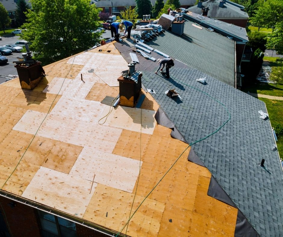 4 Things to Consider When Replacing Your Small Business's Roof