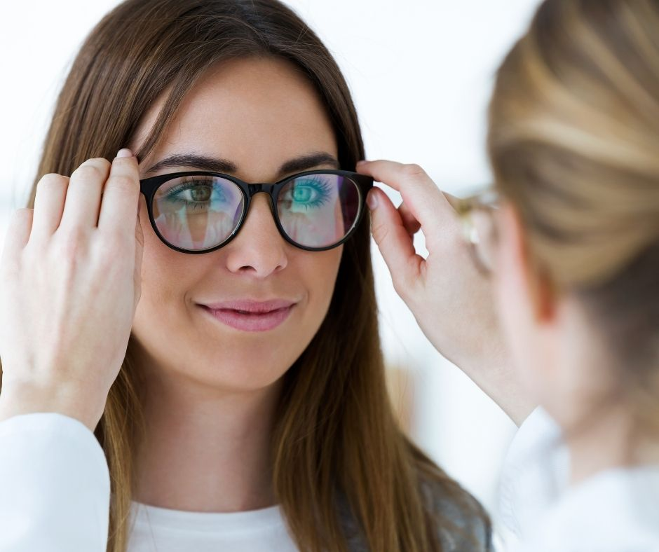How Do Eyeglasses Help In Stabilizing Your Eyesight?
