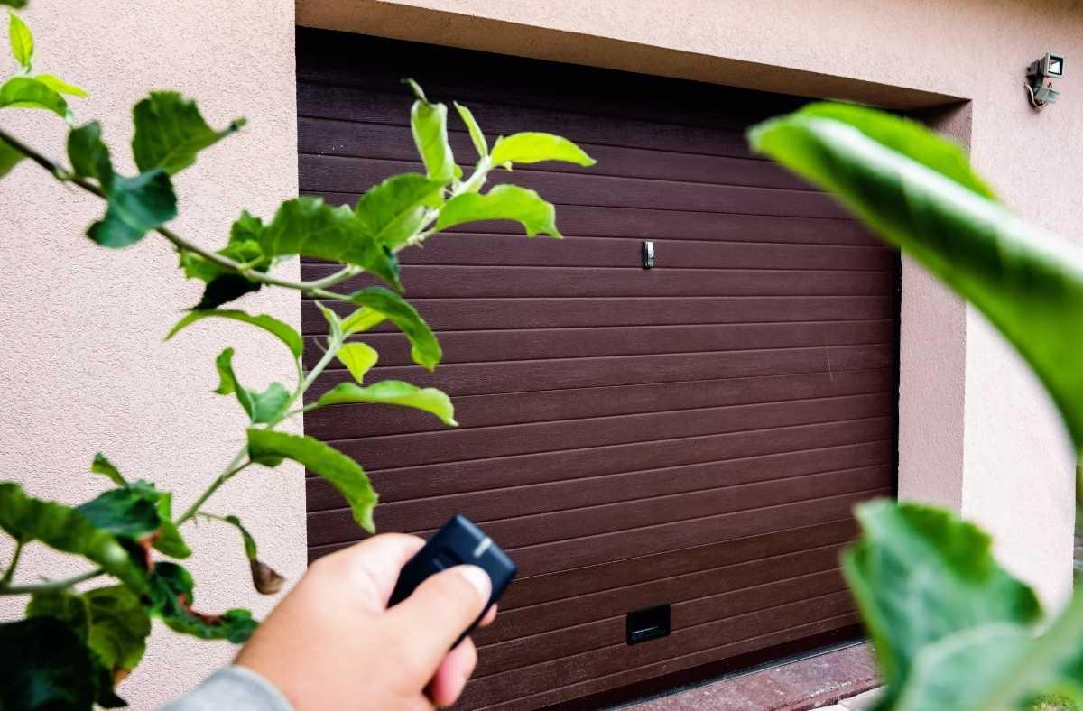 5 FAQs When Buying A Garage Door