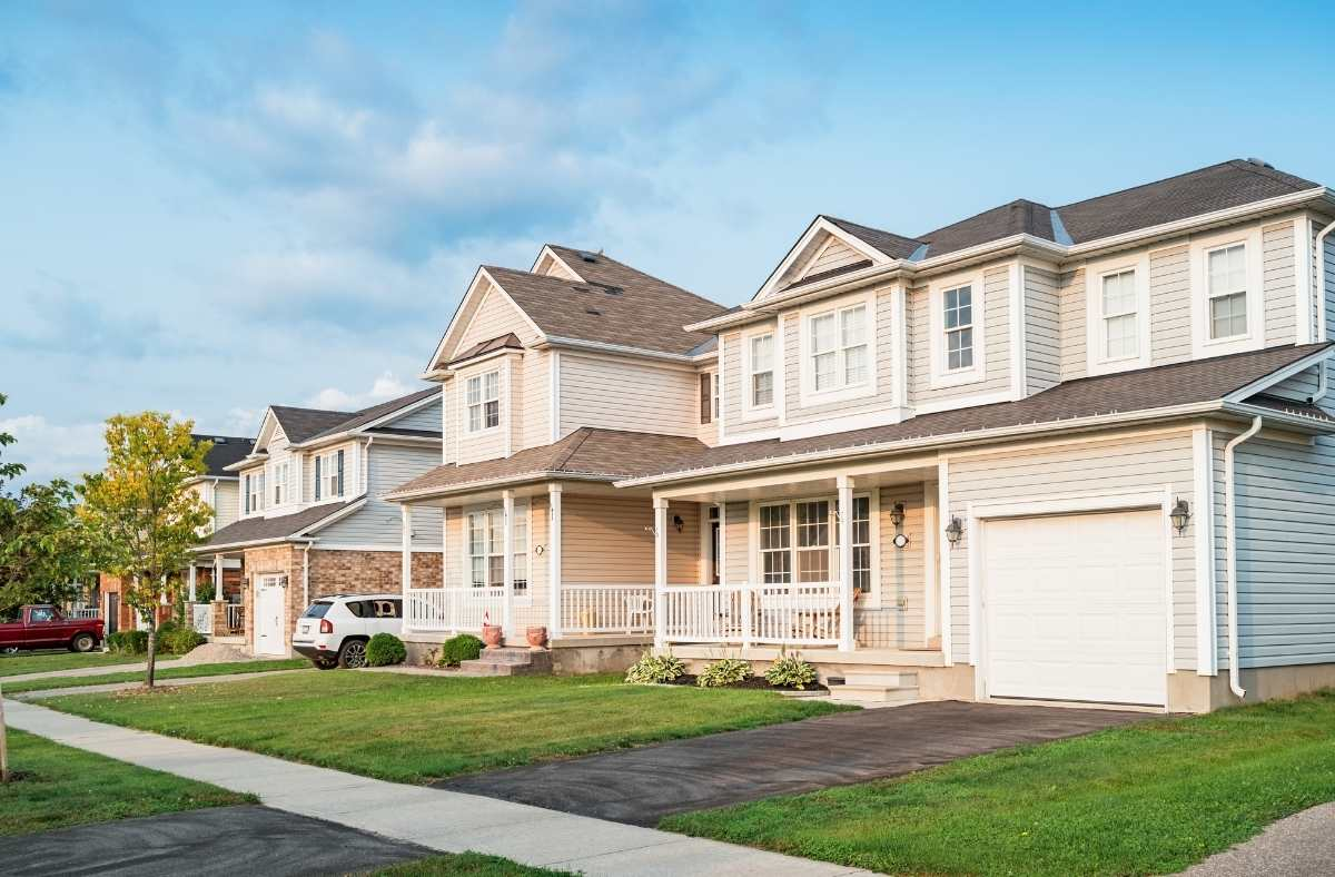 A Comprehensive Guide on Purchasing a House in Canada